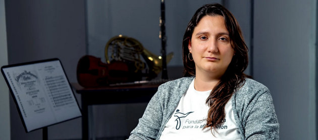 Ana Marvez, maestra de música de Venezuela, desarrolló en Chile una orquesta, coro y escuela musical con una fundación que integra a profesionales latinoamericanos y del país de acogida. Foto: Eugenia Paz/Acnur