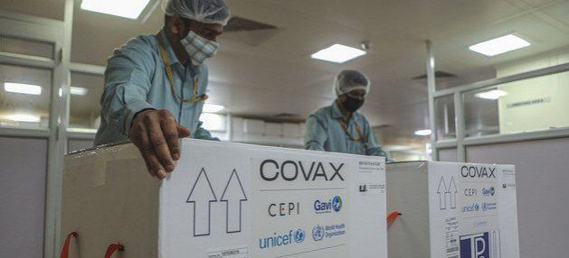 Las vacunas de Covax contra la covid-19 comenzaron a llegar a América Latina, con la advertencia de la OPS en el sentido de que esos suministros resultarán insuficientes a lo largo de todo el año 2021. Foto: RAgul Krishnan/Unicef