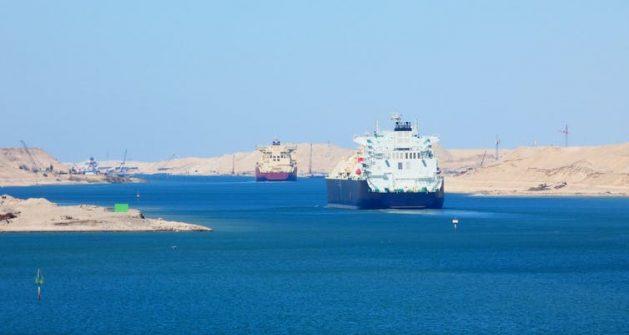 Tráfico marítimo en el Canal de Suez. Foto: Alvaro Ardisana / Shutterstock