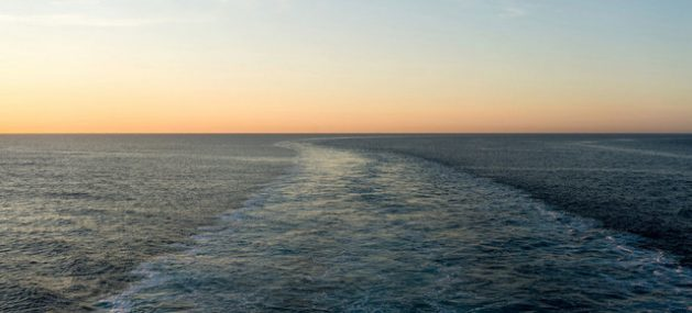 Centenares de migrantes han muerto en lo que va de año al emprender peligrosas travesías marítimas en embarcaciones frágiles, sobrecargadas y que transitan rutas inadecuadas, por lo que agencias de la ONU piden mejorar los mecanismos de recepción y las operaciones de rescate. Foto: Markel Redondo/Acnur