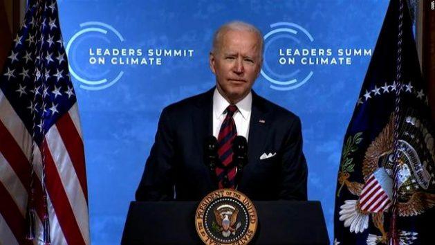 El presidente estadounidense Joe Biden reunió de forma virtual a más de 40 líderes mundiales, gobernantes y responsables de organizaciones, para acelerar la búsqueda de alternativas ante el calentamiento global y anunció algunas de las nuevas contribuciones de su país en esa dirección. Imagen: captura de pantalla de TV