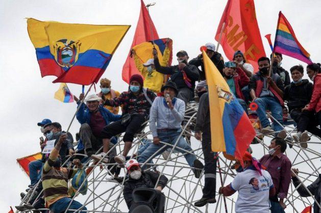 Yaku Pérez, candidato ambientalista a la presidencia de Ecuador, habla a sus seguidores en un acto de protesta en Quito por la negativa del CNE a recontar sus votos tras la primera vuelta de las elecciones. Foto: Alamy Stock