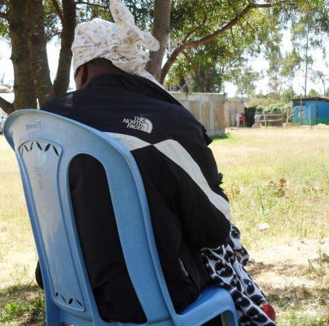 Víctimas de trata de personas, como esta mujer que atendió a IPS preservando su identidad, perdieron en forma considerable el acceso a servicios y apoyo terapéutico por la covi-19 en África. En muchos países, los recursos asignados para apoyo legal, psicofísico y policial a las víctimas de rata se han desviado a hacerle frente a los impactos de la pandemia. Foto: Miriam Gathigah / IPS
