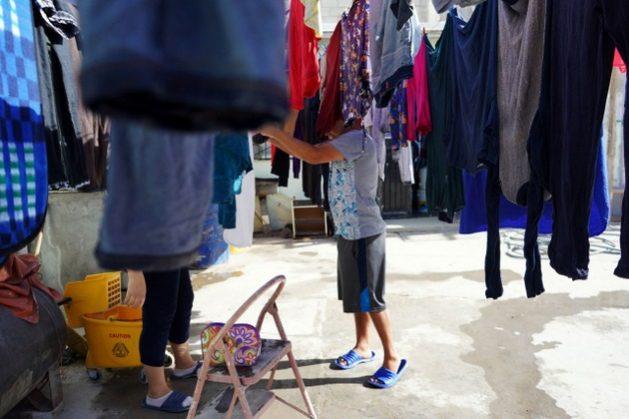 Interior de un saturado albergue de solicitantes de asilo en Ciudad Juárez, en la frontera con Estados Unidos. Foto: Alicia Fernández / La Verdad de Juárez