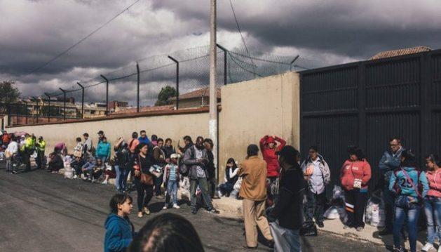 Las cárceles latinoamericanas albergan un alto porcentaje de personas con tuberculosis que también ponen en riesgo a sus familiares. En la imagen, entrada principal a la cárcel El Buen Pastor, en Bogotá, la capital colombiana. Foto: OPS